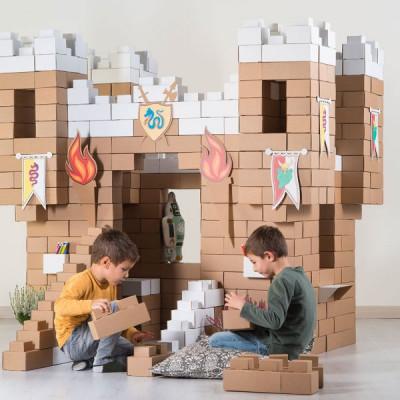 Vezua-castello-innevato-mattoncini-cartone-riciclato